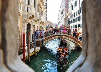 《威尼斯的小艇》教學課件設計
